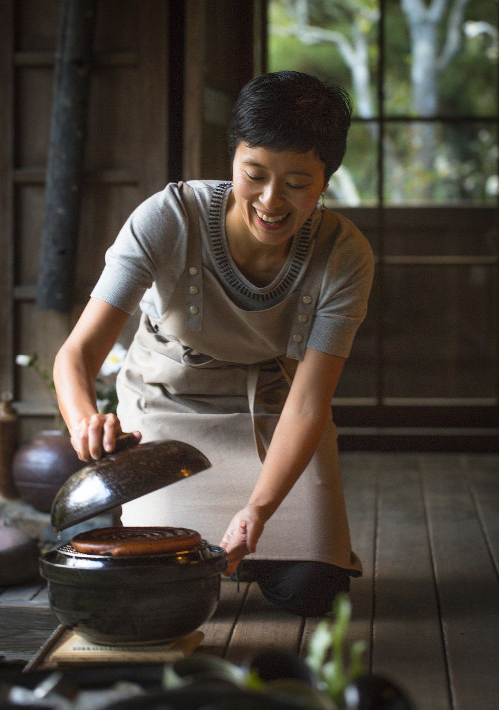 Image of Naoko Moore opening a donabe pot in Iga